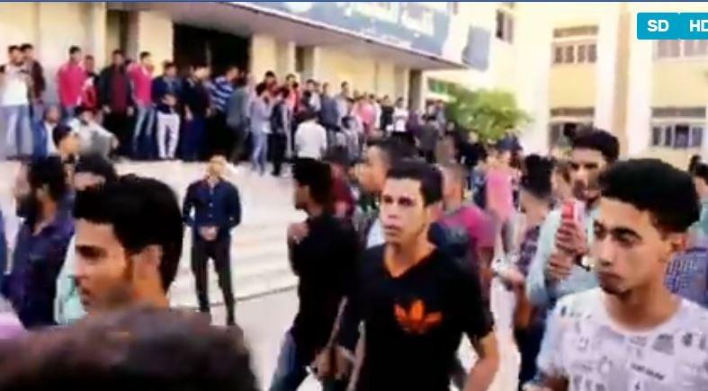 مظاهرة داخل جامعة الأزهر بعد مقتل طالب أمام البوابة «فيديو»