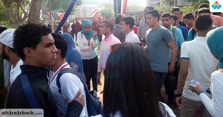 توافد الطلبة والطالبات على مخيم جامعة أسيوط لأداء تحية العلم