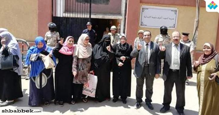 مشاركة جماعية لكلية طب بيطري بنها في الاستفتاء على التعديلات الدستورية