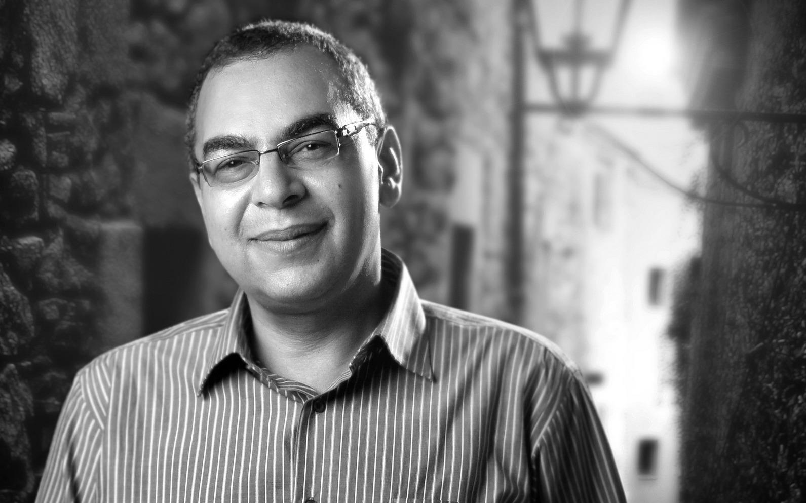 كلمات ملهمة لأحمد خالد توفيق.. عن الموت والحب والنصح والسياسة