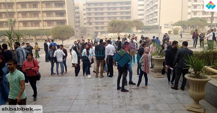 توافد طلاب الكليات على مقر انتخاب اتحاد جامعة حلوان