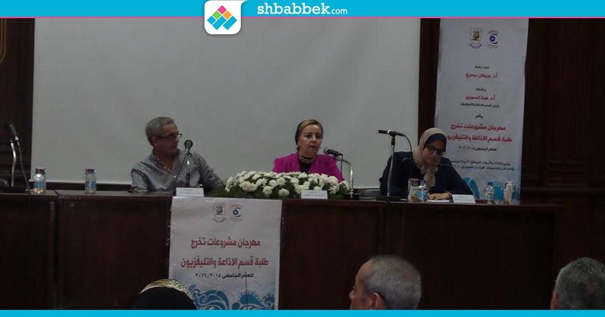 أستاذ بإعلام القاهرة: الإعلام  فقد مهنيته والأمل في الخريجين