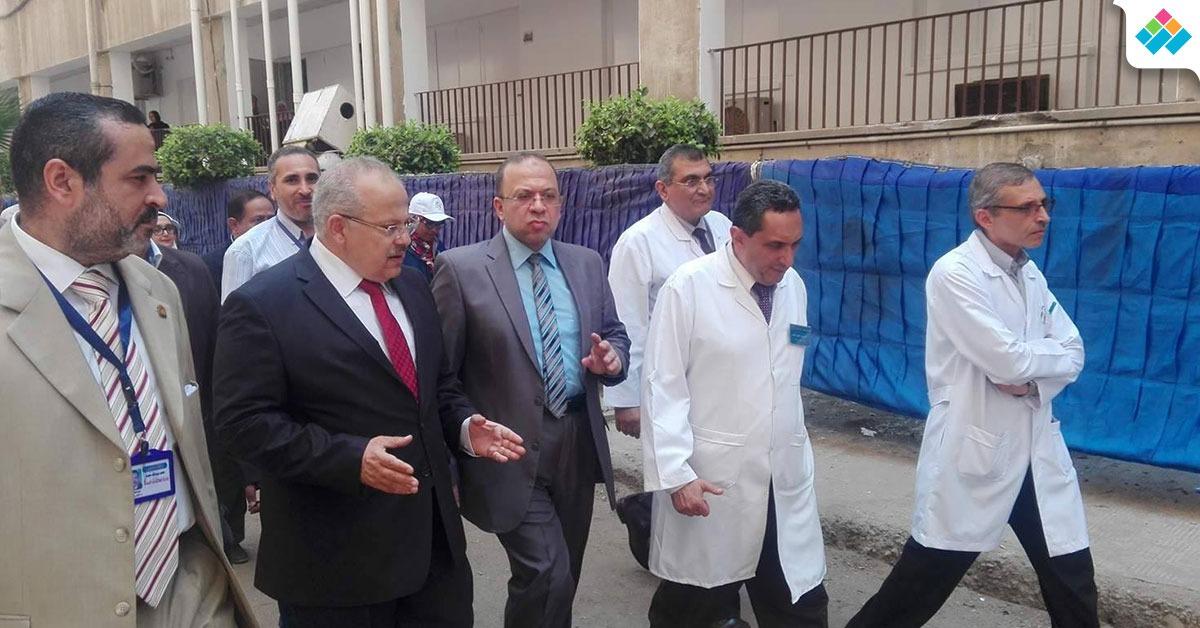 في ثاني أيام الكشف الطبي للطلاب الجدد.. رئيس جامعة القاهرة يتفقد مستشفى الطلبة (صور)