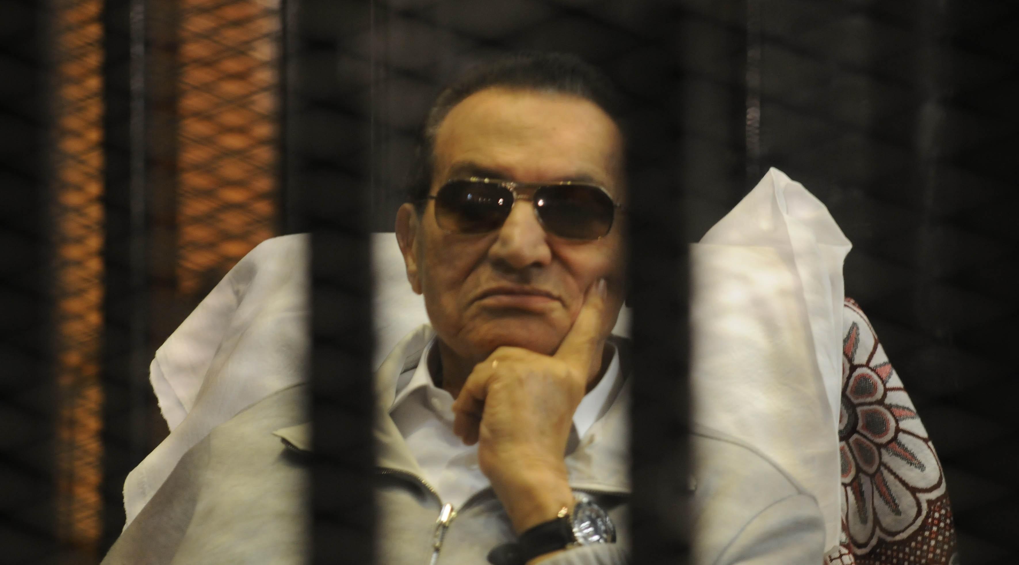«هو في رئيس بيتحاسب».. هكذا استقبل رواد توتير براءة مبارك