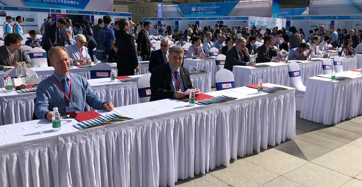 رئيس جامعه بنها يشارك فى اجتماع المكتب التنفيذي لاتحاد جامعات طريق الحرير