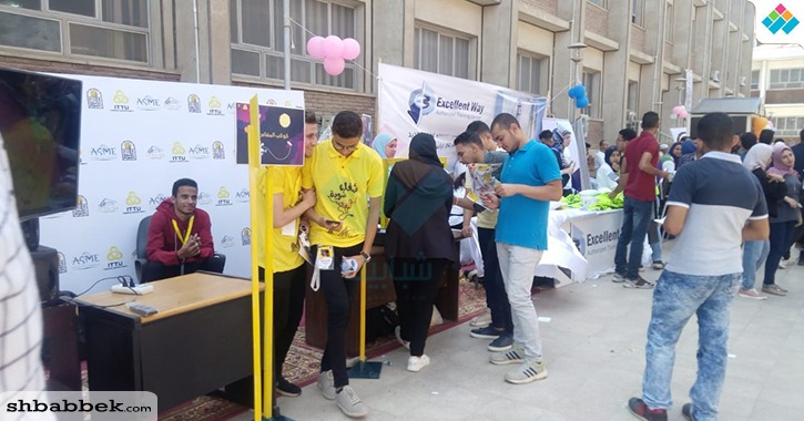 الكيانات الطلابية تعرض خدماتها على طلاب «هندسة أسيوط» في أول أيام الدراسة