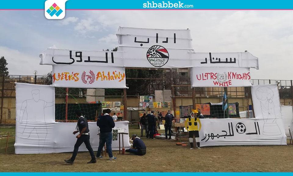 طلاب آداب القاهرة يقيمون استاد دولي في المهرجان الكشفي