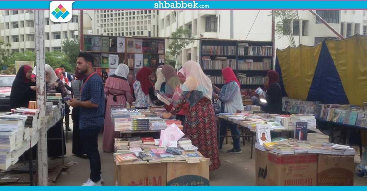 سور الأزبكية في جامعة المنصورة.. كتب بأسعار مخفضة في كلية الصيدلة (صور)