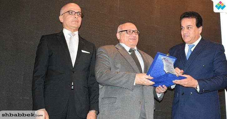 بالصور.. وزير التعليم العالي يفتتح المؤتمر الدولي لطب أسنان عين شمس