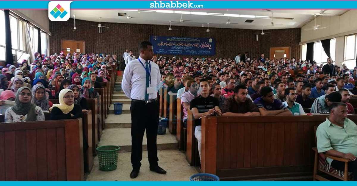 بتعريفهم الحقوق والواجبات.. عميد حقوق أسيوط يستقبل الطلاب الجدد