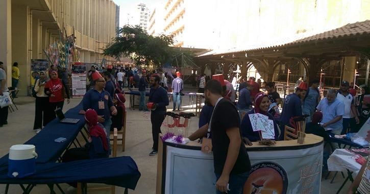 طلاب الأنشطة يستقبلون زملائهم الجدد في جامعة الإسكندرية «صور»