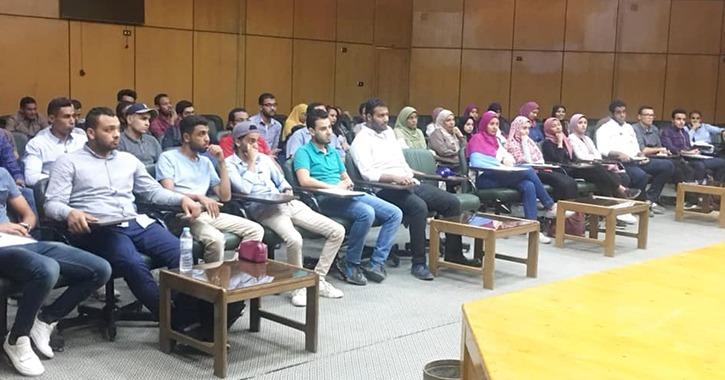 اتحاد طلاب جامعة أسيوط يناقش مشكلات المدينة الجامعية