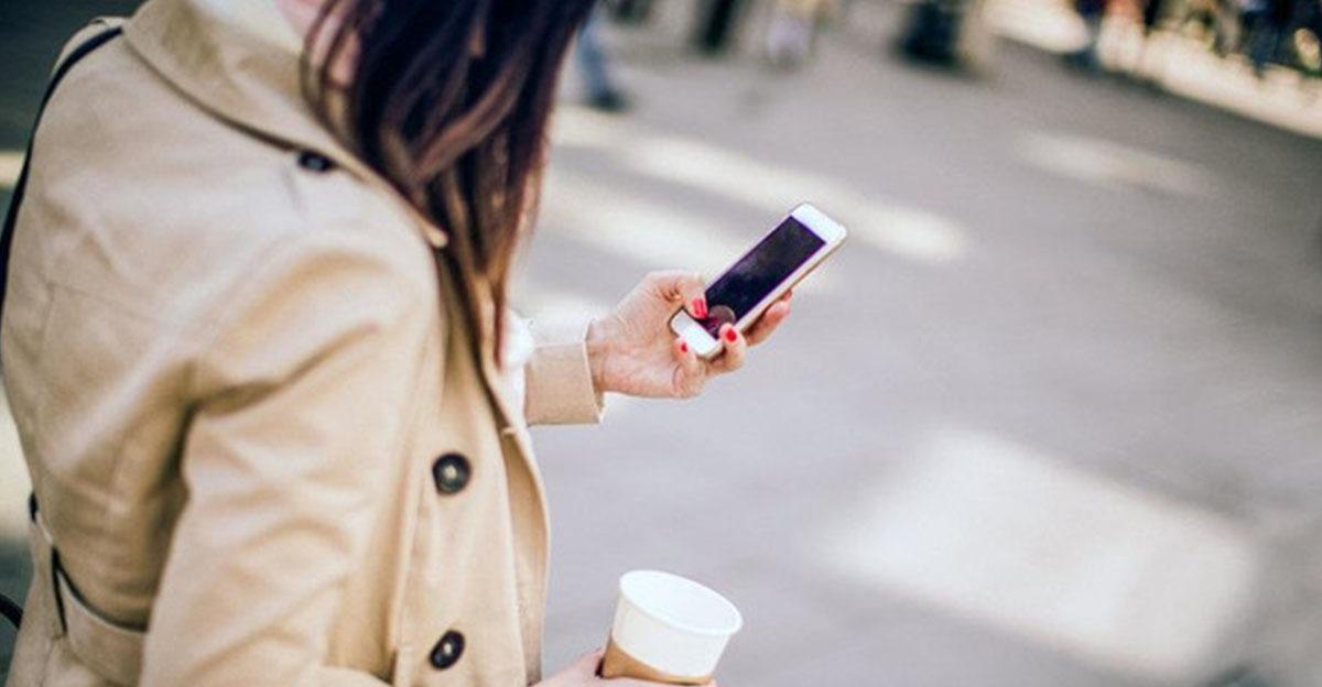 أمريكا تفرض غرامة على كتابة الرسائل عبر الهاتف أثناء المشي