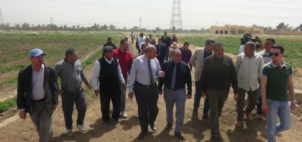 رئيس جامعة المنيا يجتمع بأعضاء مركز البحوث والتجارب الزراعية (صور)
