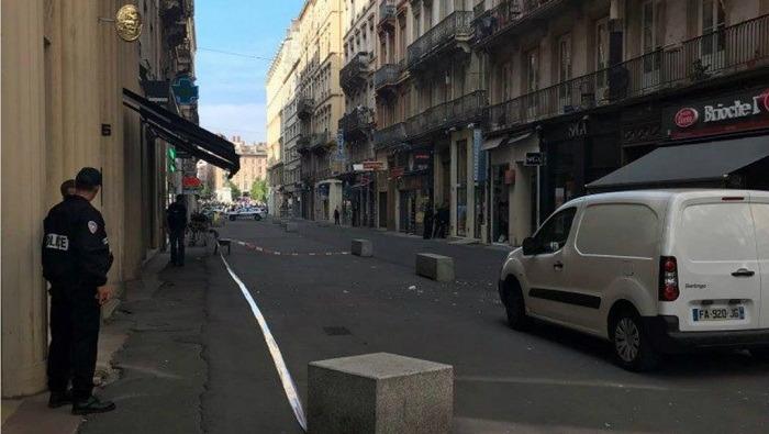 أول تعليق من الرئيس الفرنسي عن انفجار مدينة ليون