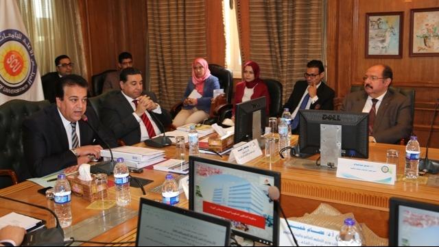 رئيس جامعة سيناء للطلاب: «مفيش حد هيسقط»