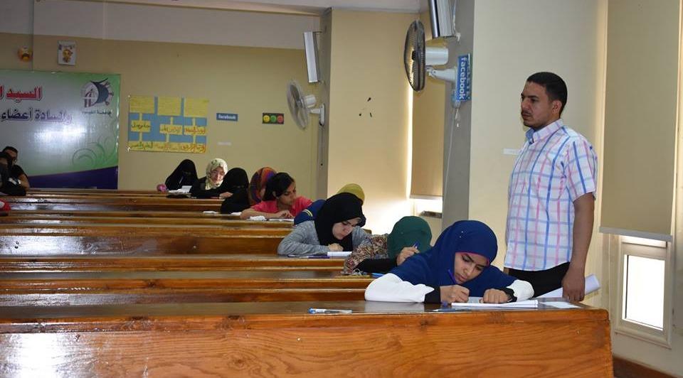 جولات تفقدية للجان الامتحانات والكنترولات بجامعة الفيوم (صور)