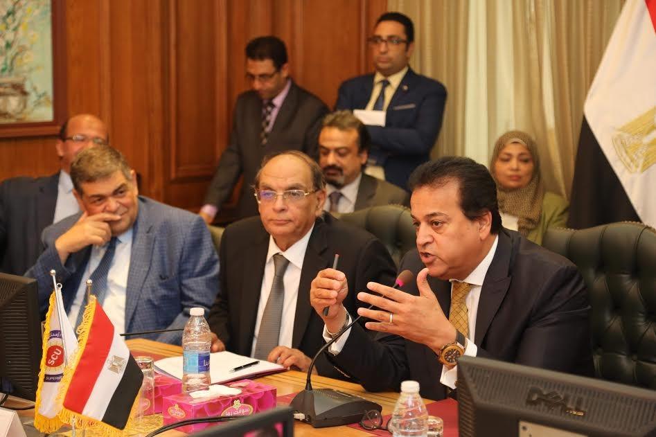 وزير التعليم العالي يجتمع بلجنة القطاع الطبي في المجلس الأعلى للجامعات