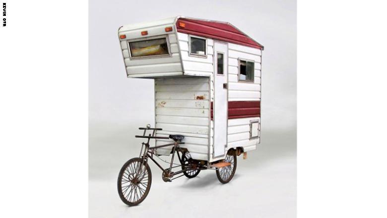 صور| أحدهم على «دراجة».. هل هذه أغرب منازل متنقلة في العالم؟