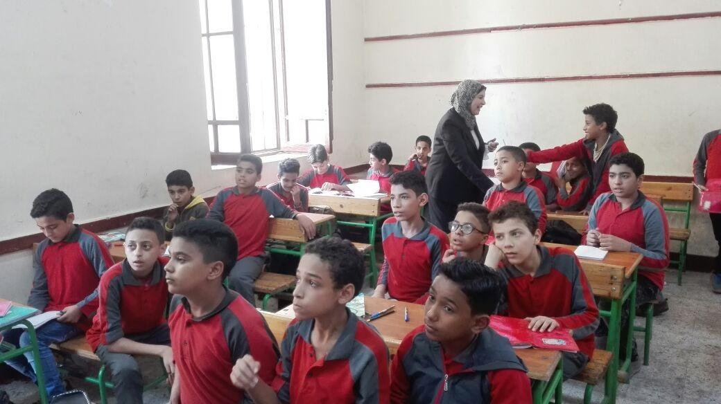 بالصور.. «التعليم» تتابع سير العملية التعليمية بالمدارس