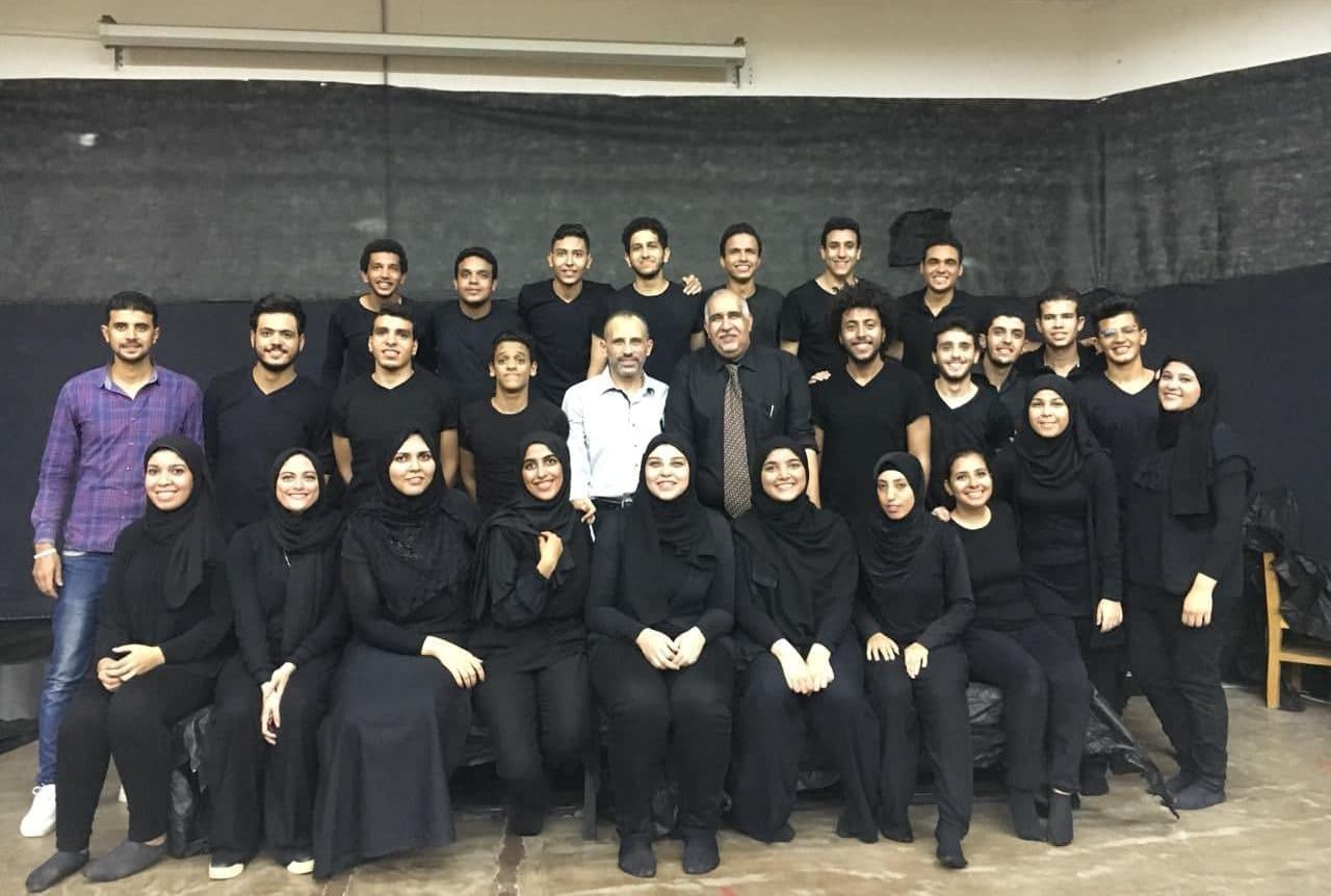 «المسرح الأسود» بكلية التخطيط العمراني يستقبل الطلاب الجدد (صور)