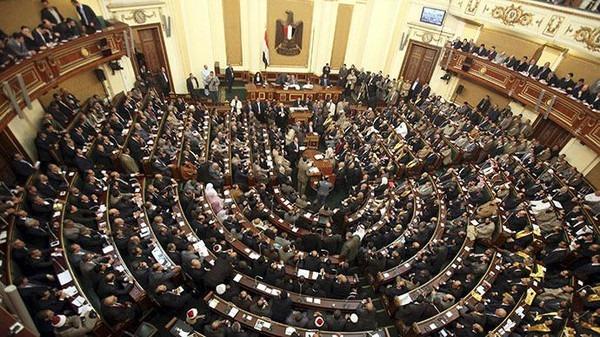 نائب برلماني: لم نوافق على زيادة أسعار الوقود وقرارات الحكومة غبية