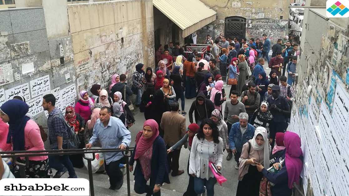 «الأمن» يخلي جامعة القاهرة من الطلاب