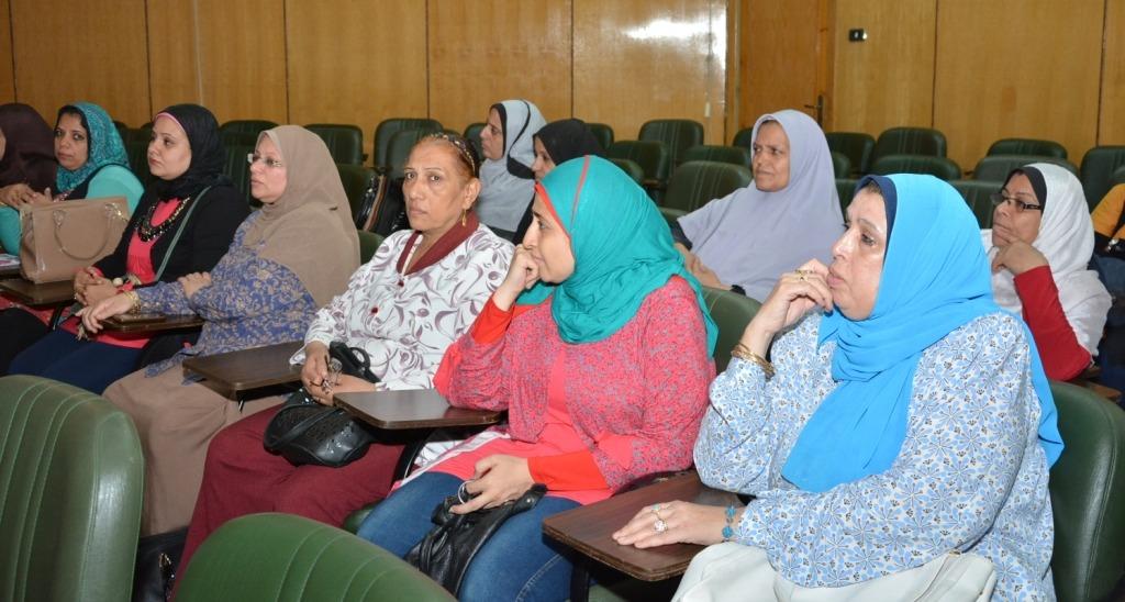 ندوة تثقيفية بجامعة أسيوط عن سرطان الثدي وفحص مجاني للسيدات