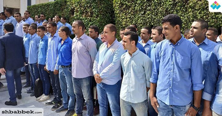 رئيس جامعة الأزهر ووزير الأوقاف في صفوف منتظمة مع الطلاب لتحية العلم