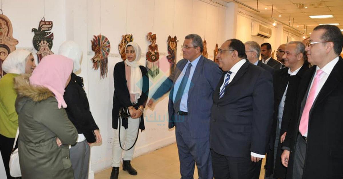 رئيس جامعة حلوان يتفقد مهرجان كليات الفنون بالزمالك