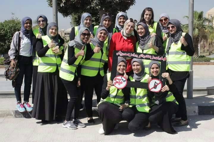 «دوس فرامل» حملة طالبات حلوان للحد من «السوشيال ميديا» أثناء القيادة