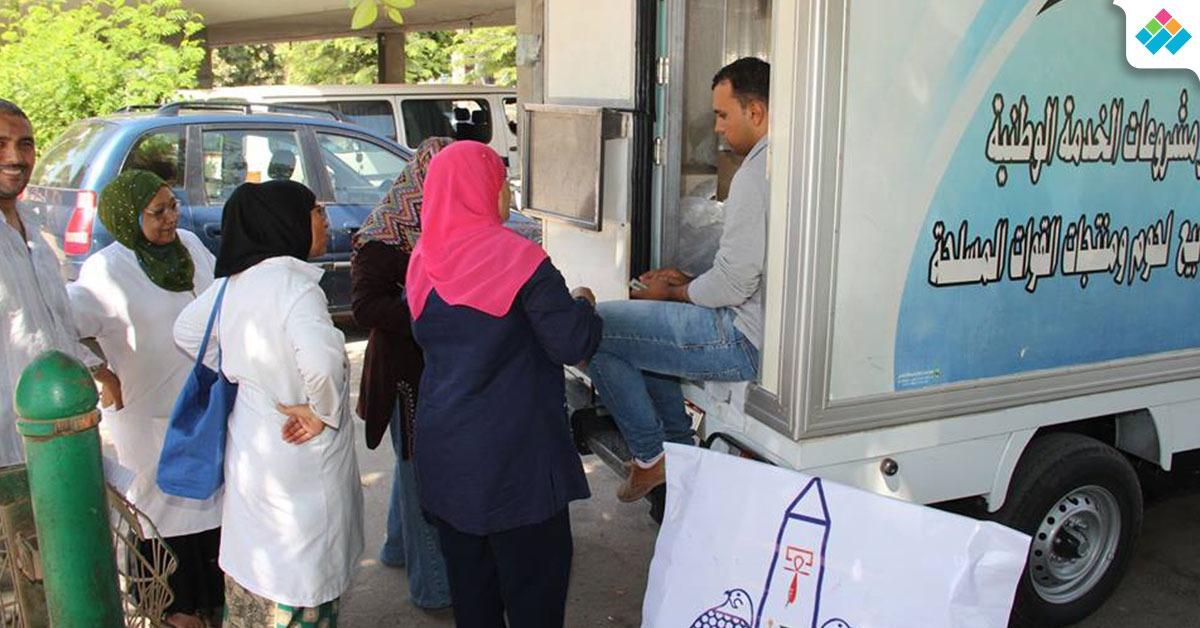 بالتعاون مع القوات المسلحة.. منفذ للسلع التموينية بجامعة عين شمس (صور)