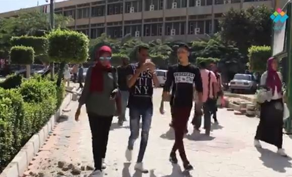 طلاب الجامعة بيوصفوا الميد تيرم بإيه؟