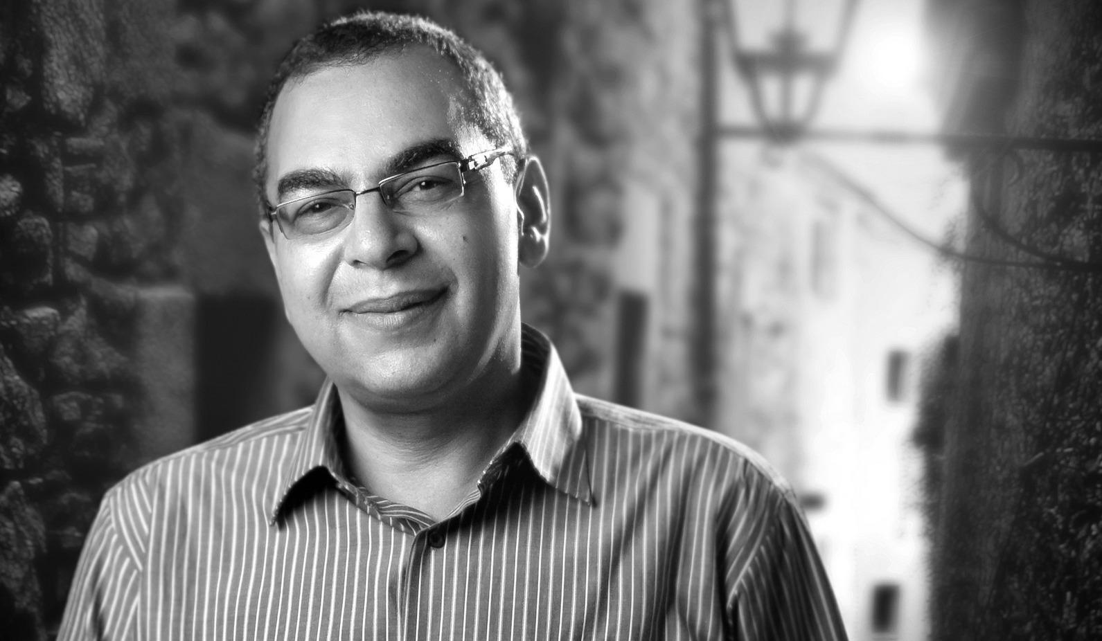 اللحظات الأخيرة في حياة أحمد خالد توفيق.. هذا ما جرى في مستشفى عين شمس