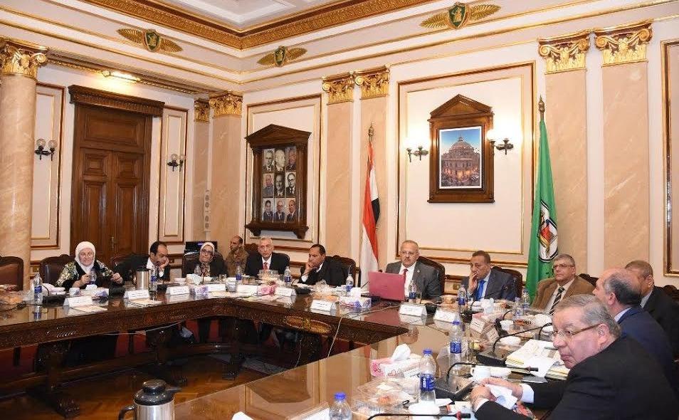 مجلس جامعة القاهرة يستعرض سير امتحانات الفصل الدراسي الأول وتأمينها بالكليات