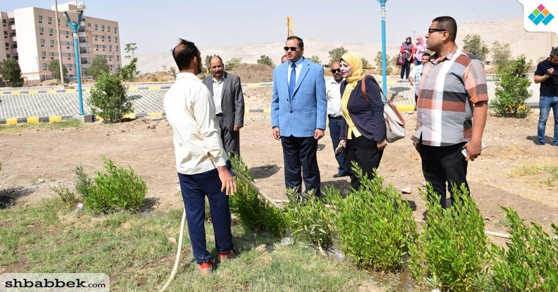 رئيس جامعة سوهاج يزرع أشجار التوت بالحرم الجديد «صور»