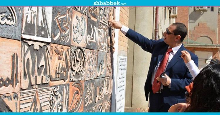 عليها أسماء الله الحسنى.. رئيس جامعة بورسعيد يفتتح جدارية بـ«تربية نوعية»