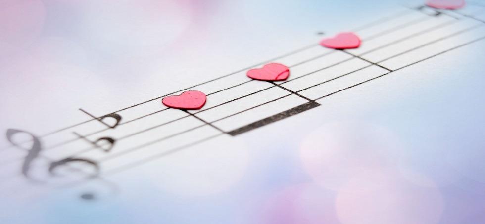 http://shbabbek.com/upload/اصطباحة النهاردة.. أغاني بتعبر عن احتياجات كل بنت