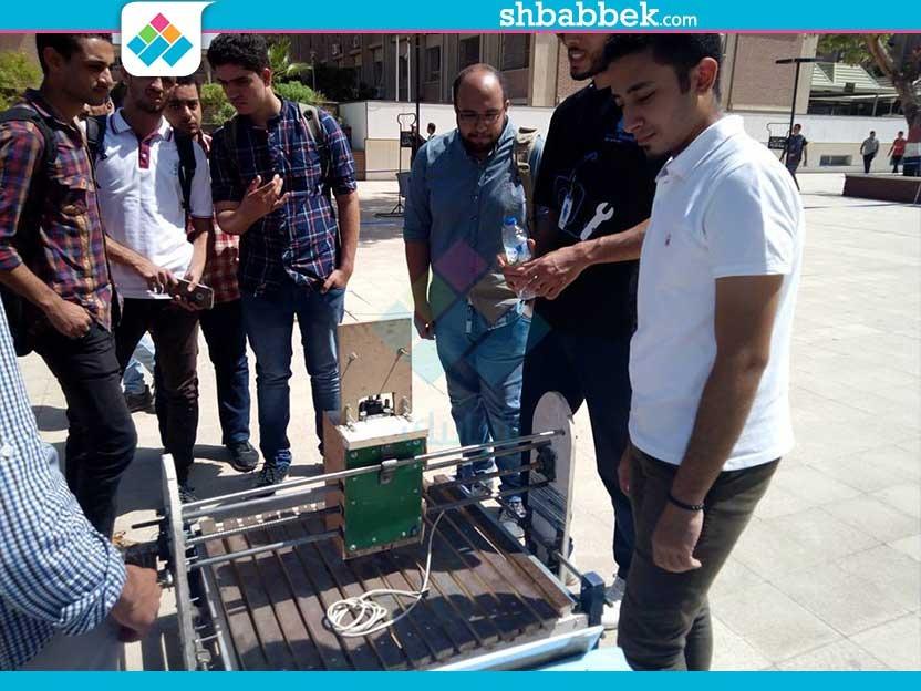 صور| «ريبوتكس أسيوط» يستعرض اختراعات فريقه في حرم كلية الهندسة