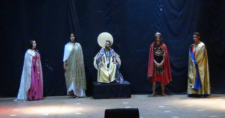 طلاب مدينة نصر يقدمون عرضا مسرحيا بعنوان «آلهة الريح»
