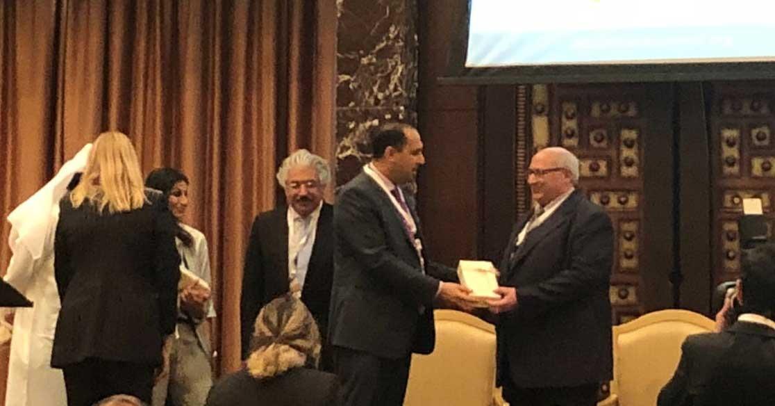 جامعة عجمان تكرم رئيس جامعة عين شمس عبدالوهاب عزت (صور)