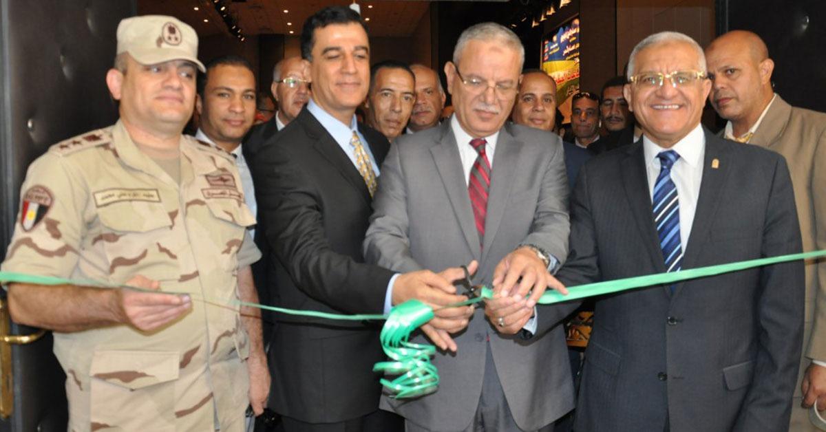 رئيس جامعة المنيا يفتتح معرضا للحرف اليدوية خلال الاحتفال بمشروع الصناعات الصغيرة