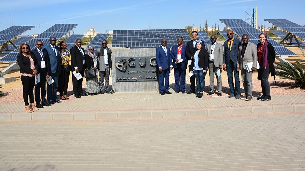 وفد أفريقي يزور مدينة الطاقة الشمسة بالجامعة الألمانية