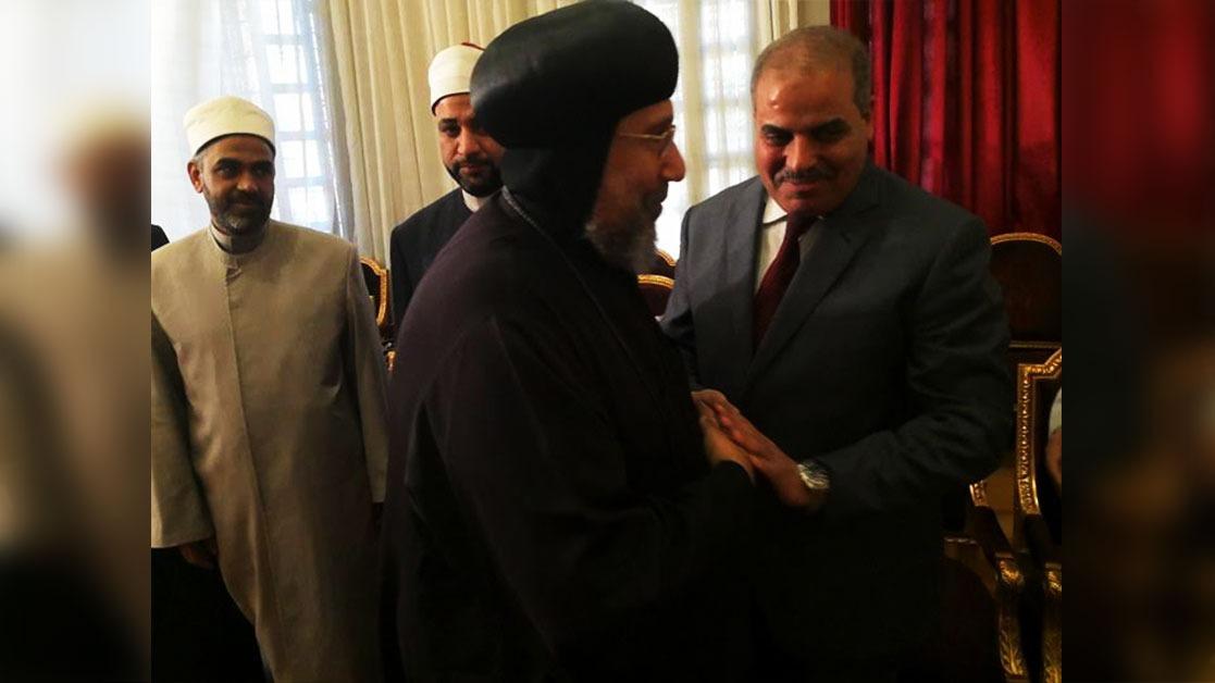 رئيس جامعة الأزهر يقدم التهنئة للبابا تواضروس