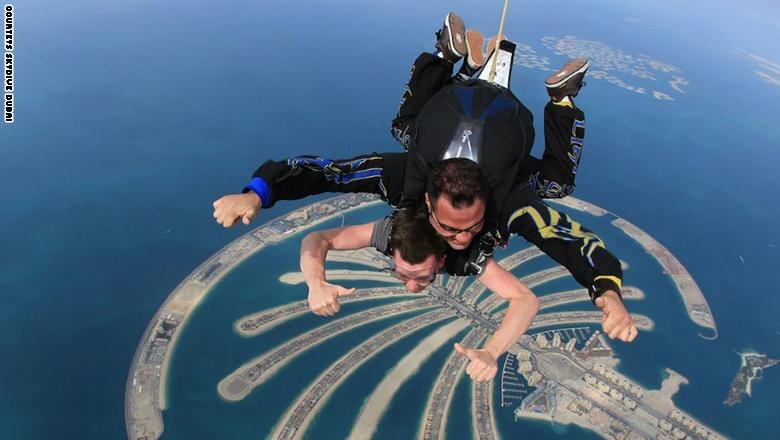 صور| لمحبي السفر.. 10 مغامرات «جنونية» عليك تجربتها في دبي