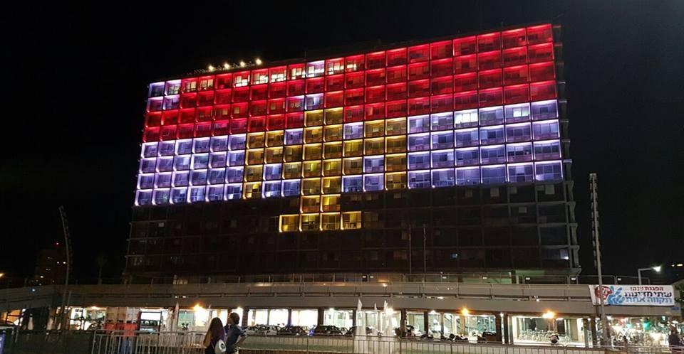 http://shbabbek.com/upload/إضاءة العلم المصري على مبنى بلدية تل أبيب عقب حادث «حافلة المنيا»
