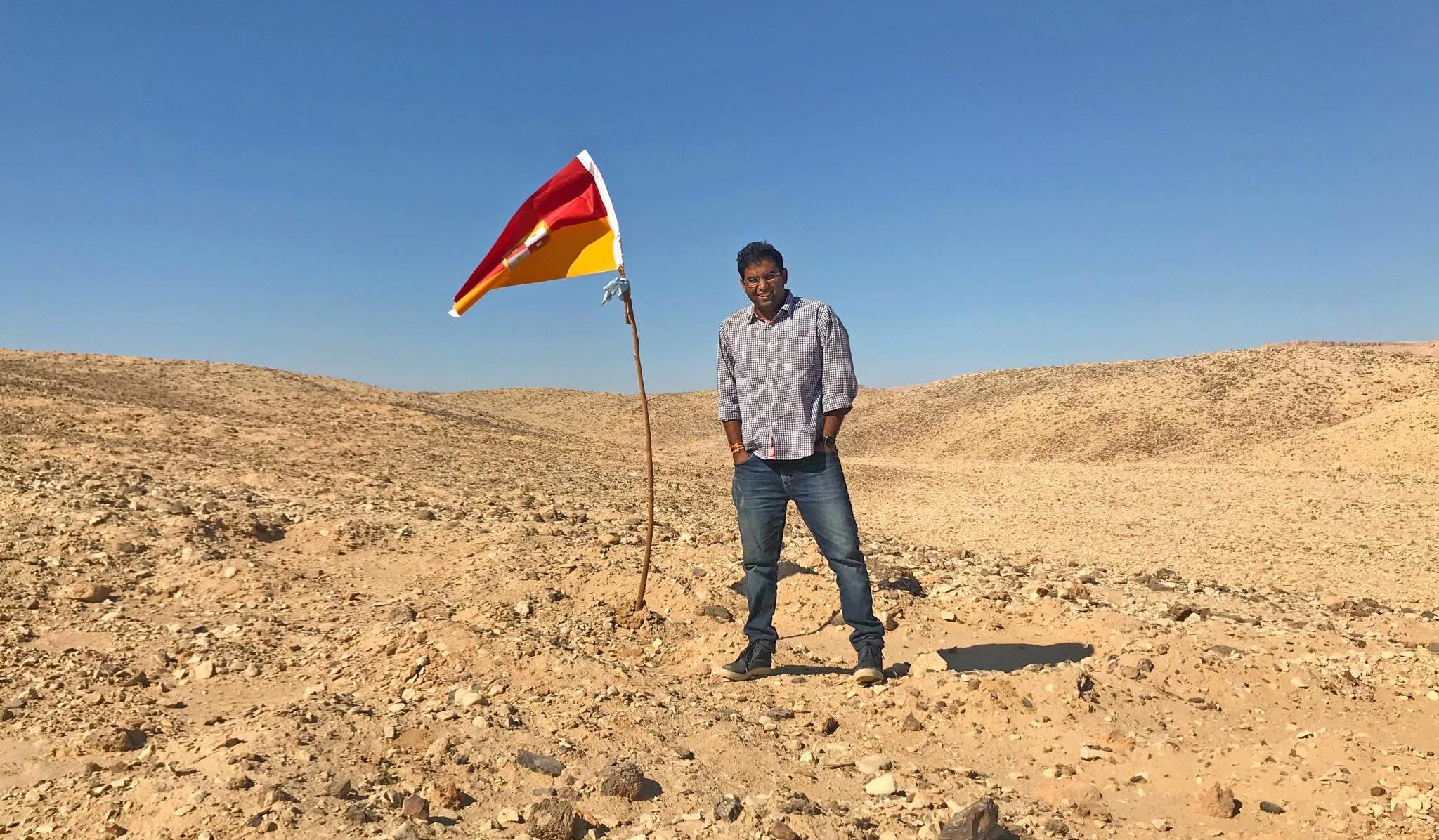 http://shbabbek.com/upload/حصل على موافقة الجيش.. «هندي» يُنصّب نفسه ملكًا على أرض بين «مصر والسودان» |صور