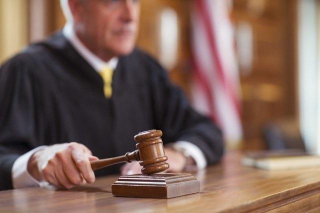 رئيس المحكمة حول الجلسة لخطبة وحلقة شعر.. تعرف على التفاصيل