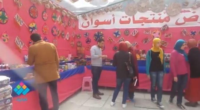 أسواق أسوان في جامعة القاهرة.. عطور وبخور وحلويات.. والأسعار على قد الإيد