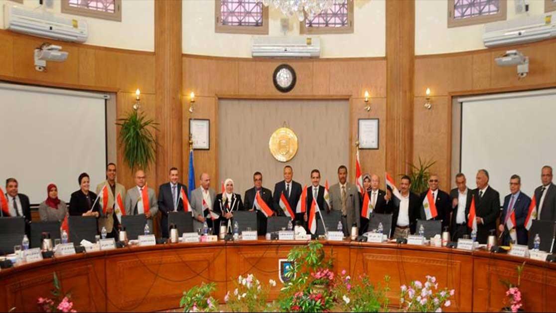 مجلس جامعة قناة السويس يحتفل بانتهاء الانتخابات